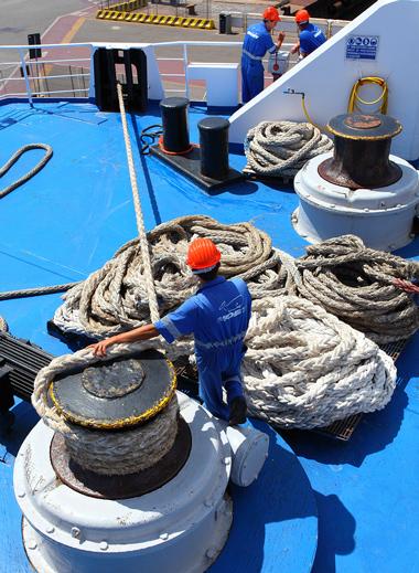Un miembro de la tripulación tiene derecho a recibir compensación monetaria por lesiones laborales cuando se encuentran condiciones peligrosas.